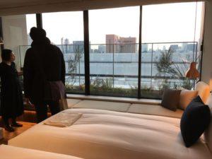ホテル客室。周辺は高い建物が少なく、場所によってはスカイツリーや東京タワーが見渡せる