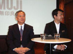 松崎社長(左)と斉藤店長